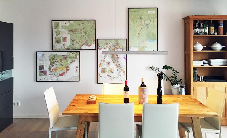 Degustationsraum mit De Long Wine Maps